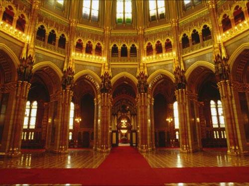 http://www.budapesthotelreservation.hu/site_images/programok/parlament_latogatas/parlament_latogatas_2.jpg